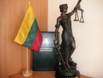 teisėjo darbo stalo nuotrauka